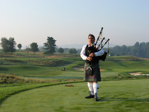 Tim Carey bagpiper at Worth Golf Course